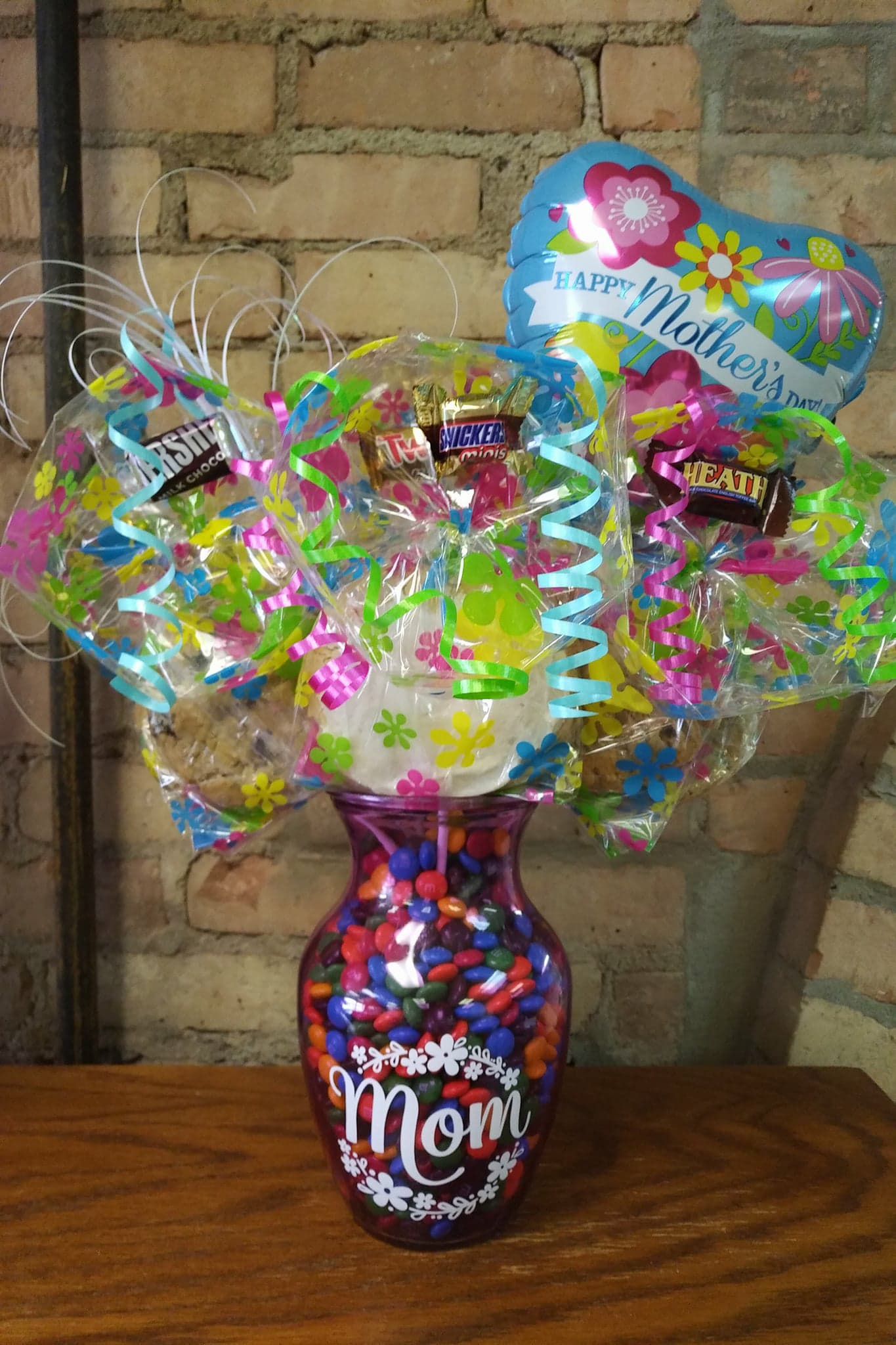 """Mom"" Vase filled with 2.5# of M&Ms!"